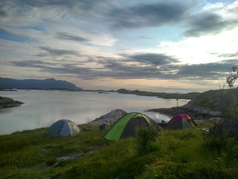 spanie na brzegu na dziko norwegia
